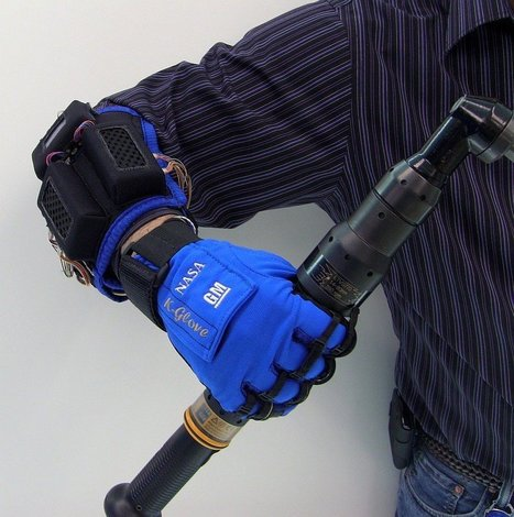 New Robot Gloves Help Workers & the Disabled Gain Super Strength, Stamina & Dexterity | Vous avez dit Innovation ? | Scoop.it