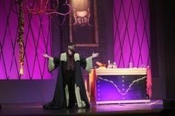 Numeroso público disfrutó de las dos sesiones que ofreció el humorista Manu Sánchez con su espectáculo 'El último Santo' | El Último Santo | Scoop.it