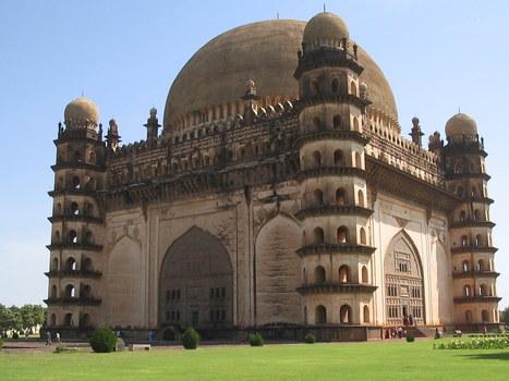 Gol Gumbaz Mausoleum, Bijapur, India « Sound Tourism | Gateway to India | Scoop.it