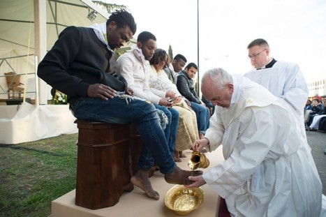 Pope Francis washes the feet of Muslim migrants, says we are 'children of the same God' | Peer2Politics | Scoop.it