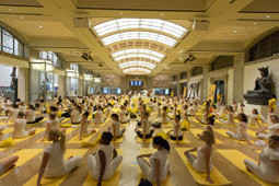 Lolë White Tour - Hundreds of Yogis at the ROM | Toronto events | Scoop.it