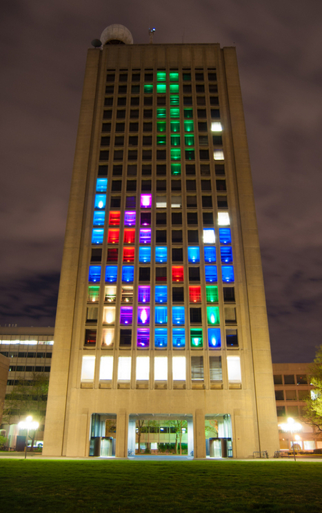 "Hackers turn MIT building into giant Tetris game | L'impresa ""mobile"" 