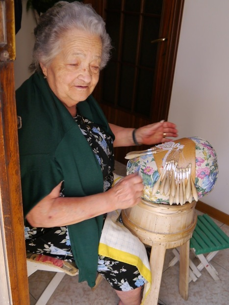 The Lacemakers of Offida   Making 'merletto' on the 'tombolo' in Le marche   Le Marche another Italy   Scoop.it