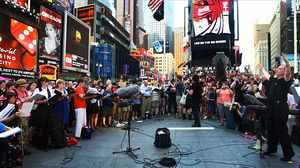 A 'Flash Choir' Sings Philip Glass In Times Square : NPR | Veille - développement radio | Scoop.it