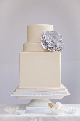 Multi Shape White Ivory modern   CLASSIC MULTISHAPE WEDDING CAKES   Scoop.it