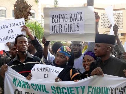 TV5MONDE : actualites : Nigeria: les parents des lycéennes enlevées appellent à l'aide | Féminisme et Égalité | Scoop.it