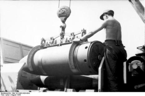 Loading a 600mm (24-in) shell during the Warsaw uprising. 1944. Bundesarchiv | VIM | Scoop.it