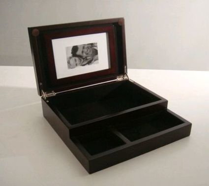 Compact Dresser Valet Black Lining Interior Trays Mahogany Picture Holder | Home and Business | Scoop.it