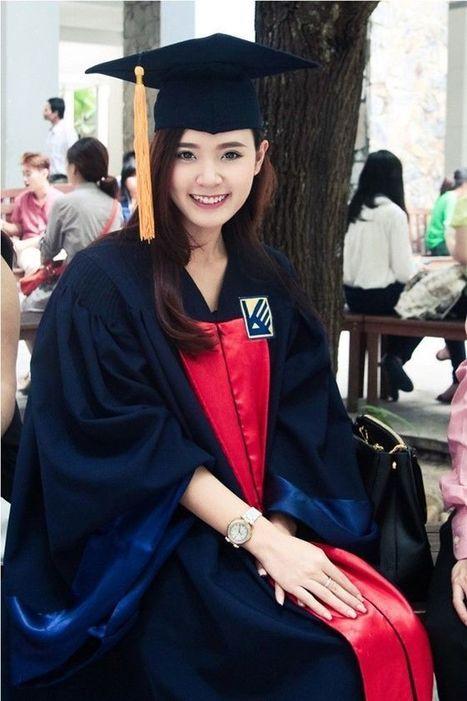 Hot girl Midu rạng rỡ cầm trên tay bằng tốt nghiệp Đại học Kiến Trúc | Ảnh hot girl cute, girl xinh gợi cảm | Scoop.it