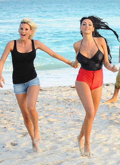 Nabilla Benattia pointe des seins à Miami ! - photo | Radio Planète-Eléa | Scoop.it