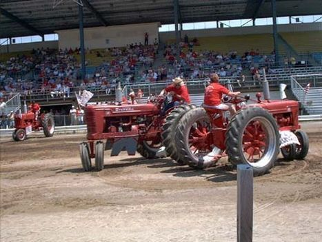 You Think Tractors Can't Dance? Check Out Tractor Square Dancing | Strange days indeed... | Scoop.it