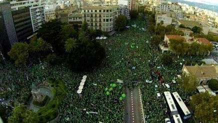 Un mínim de 80.000 persones s'han manifestat a Palma en defensa de l'ensenyament públic i en català | Què passa a les escoles? | Scoop.it