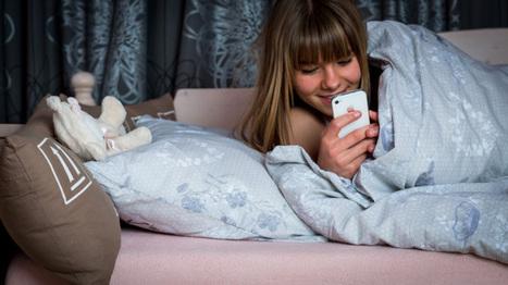 1V Jongerenpanel: Driekwart jongeren naar bed met mobieltje | Mobieltjes in bed | Scoop.it