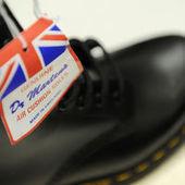 Des « skinheads » de la finance chaussent Dr. Martens - Le Monde   Chaussures Homme   Scoop.it