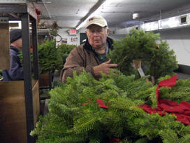 Wreath-maker honors America's sacred ground   Christmas Trees and More   Scoop.it