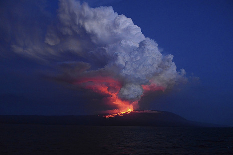 Galapagos volcano sets the night sky ablaze | Geology | Scoop.it