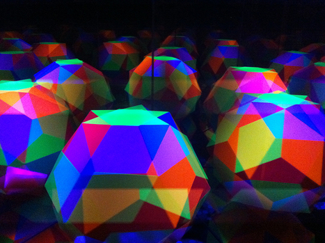 leif maginnis spins artstrobe with pulsating ultraviolet light - Designboom | Led Lights | Scoop.it
