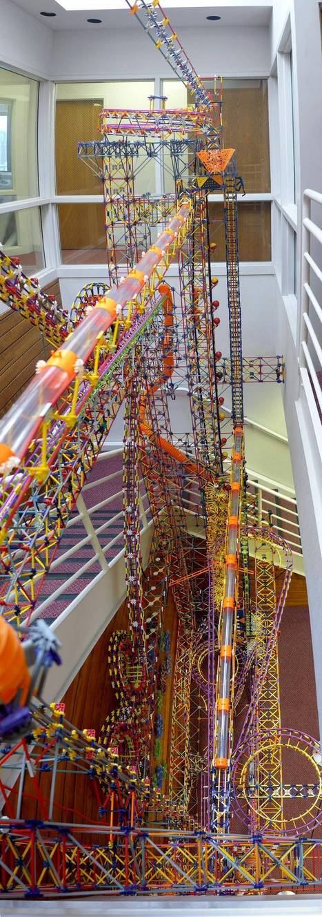 I just finished constructing this 100,000 piece K'nex machine for a local children's museum, the largest of its kind ever made. - Imgur | miscellaneous | Scoop.it