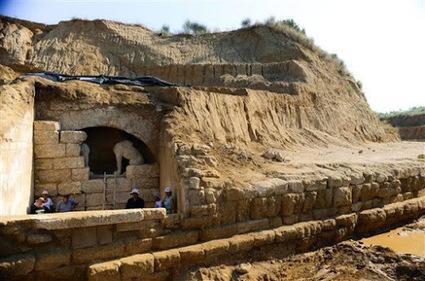 Artículo - sobre la tumba de Anfípolis y su posible dedicatoria a Hefestión | Mediterráneo Antiguo - arqueología e historia | Mundo Clásico | Scoop.it
