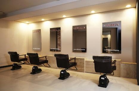 Des miroirs intelligents de Samsung dans un salon de coiffure | Hygiène Plus | Scoop.it