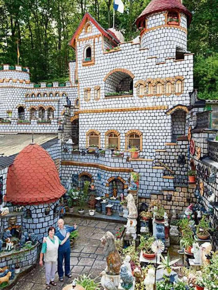 German Couple Build Fairy Tale Castle in Their Backyard | Strange days indeed... | Scoop.it