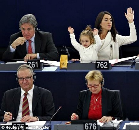 Can I vote too Mummy? Italian MEP's young daughter joins in during debate in Strasbourg parliament | Italia Mia | Scoop.it