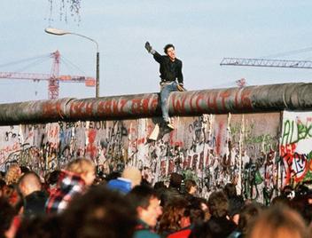 Google célèbre la chute du mur de Berlin - Les Outils Google   Les outils du Web 2.0   Scoop.it