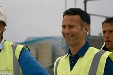 Video: Manchester United's Class of '92 take on the builders of the ... | building | Scoop.it