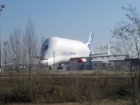 L'A350, production et transport des pièces par A300-600ST | A300-600ST, outil économique essentiel dans  le développement mondial d'Airbus | Scoop.it