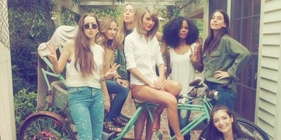 Taylor Swift Is Expertly Advertising Her New Friendships | Smart Fashions and deals | Scoop.it