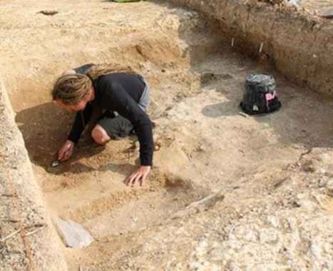 The Archaeology News Network: Neolithic sink hole uncovered near Stonehenge | Aux origines | Scoop.it