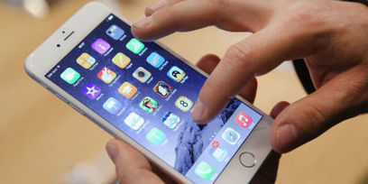 Apple Removes 300 Infected Apps - Apple App Store Security Breach | MobilePhones | Scoop.it