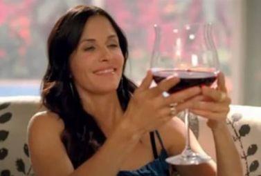 Comment bien tenir un verre à vin : mode d'emploi ! - Magazine du vin - Mon Vigneron | Actualités du Vin | Scoop.it