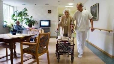 Pläne der Bundesregierung: Altenpfleger sollen schneller geschult werden - FAZ.NET | ambulante Pflege | Scoop.it
