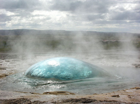 Picture of the Day: Strokkur Geyser on the Verge of Eruption | The Web Things | Scoop.it