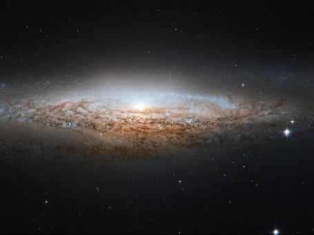 NASA - Hubble Spies a Spiral Galaxy Edge-on | The Blog's Revue by OlivierSC | Scoop.it