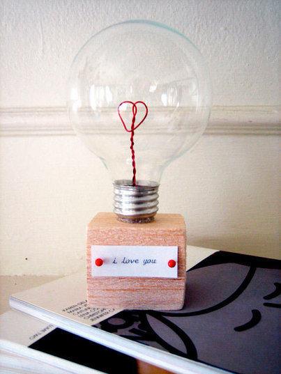 Manualidad romántica reciclando una bombilla | tecno4 | Scoop.it