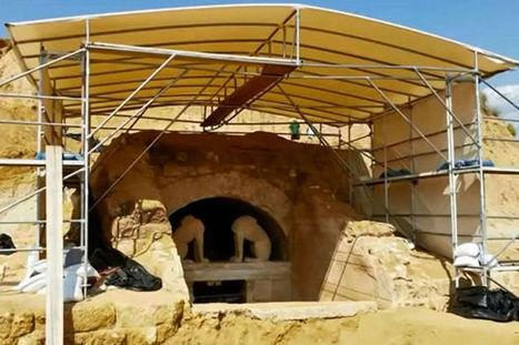 Découverte d'une tête de sphinx dans le mystérieux tombeau d'Amphipolis   Bibliothèque des sciences de l'Antiquité   Scoop.it