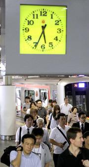 [Eng] Les employés, les villes tentent de s'adapter aux économies d'énergie  par le changement des journées de travail | asahi.com | Japon : séisme, tsunami & conséquences | Scoop.it