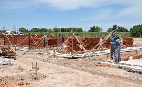 Avances para relocalizar familias que viven a la vera del arroyo El Gato | La Plata: inundada e inundable | Scoop.it