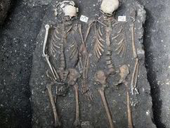 Love beyond the grave: Skeletons discovered holding hands in coffin. | Quite Interesting News | Scoop.it