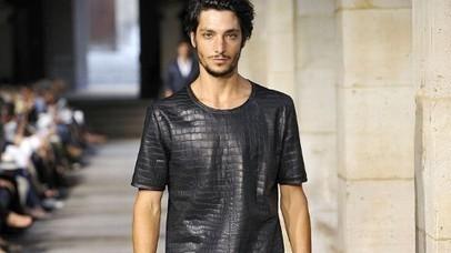 This T-Shirt Costs $91,500   Consumer behavior   Scoop.it