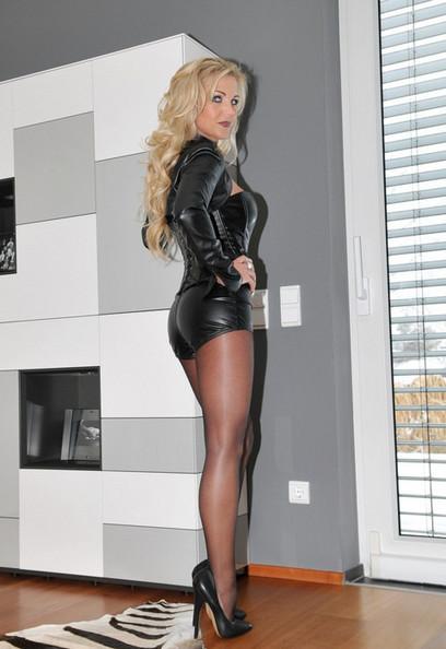 Milf Porn Blog, Leggy Blonde Milf in Pantyhose and High Heels | Shiny Pantyhose | Scoop.it