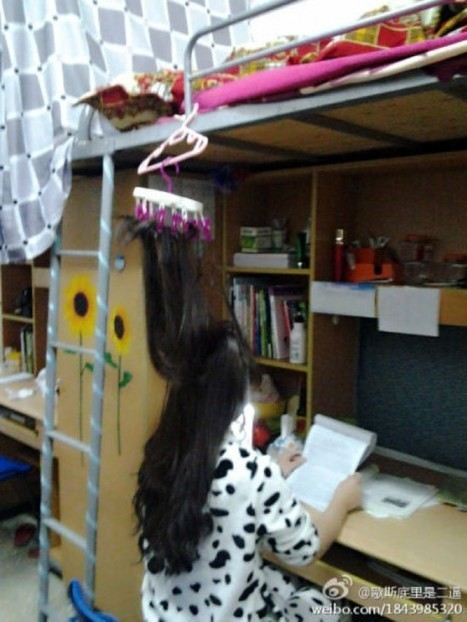 Chinese Students Tie Their Hair to the Ceiling to Prevent Falling Asleep while Studying | Strange days indeed... | Scoop.it