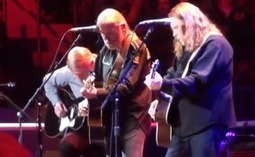 "Video: Warren Haynes, Derek Trucks and Gregg Allman Perform ""Midnight Rider"" at Crossroads Guitar Festival 