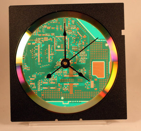 Computer Circuit Board Desk Clock (Bright Green) | GeekGasm | Scoop.it