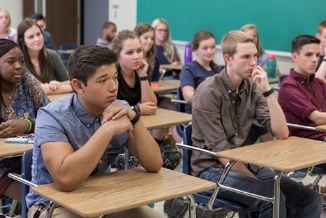 Une université impose un bracelet Fitbit à ses étudiants - Tech - Numerama | Médiations numérique | Scoop.it