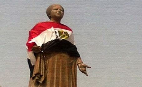 Statue of Egypt's famed classical singer gets burqa, flag makeover | Égypte-actualités | Scoop.it