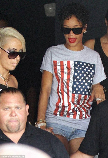Rihanna demonstrated her love for Cannabis again. | MrLunk's Cannabis Hideout... | Scoop.it