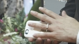Man Marries His Smartphone In Las Vegas - DesignTAXI.com | digital marketing and communications | Scoop.it